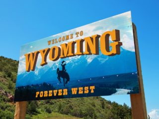 Coinbase Resumes Service in Wyoming After License Renewal - CoinDesk
