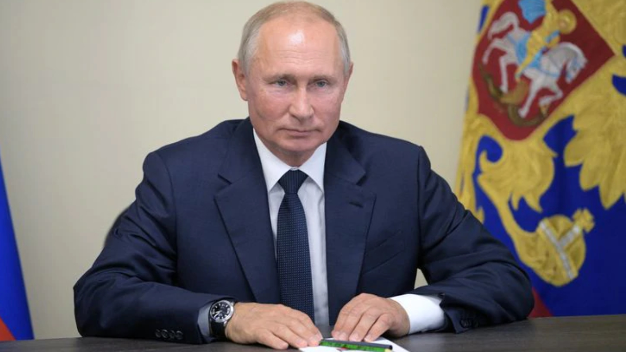Putin Signs Law Giving Cryptocurrency Legal Status in Russia